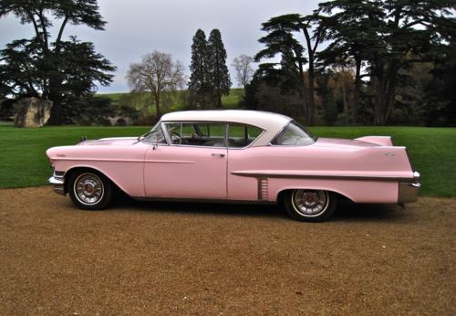 розовый форд