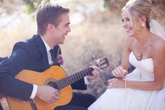 жених играет на гитаре для невесты выкуп невесты веселый сценарий